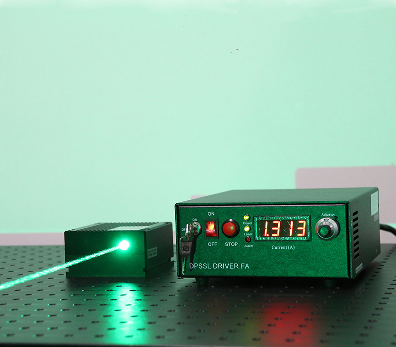 530nm±2nm 1800mw Semiconductor Laser Green Laser Beam